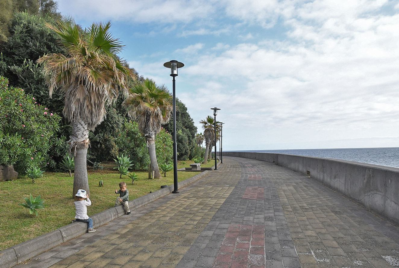 Jardim do Mar, Promenada at the bottom of the village by the sea. Madeira - Portugal