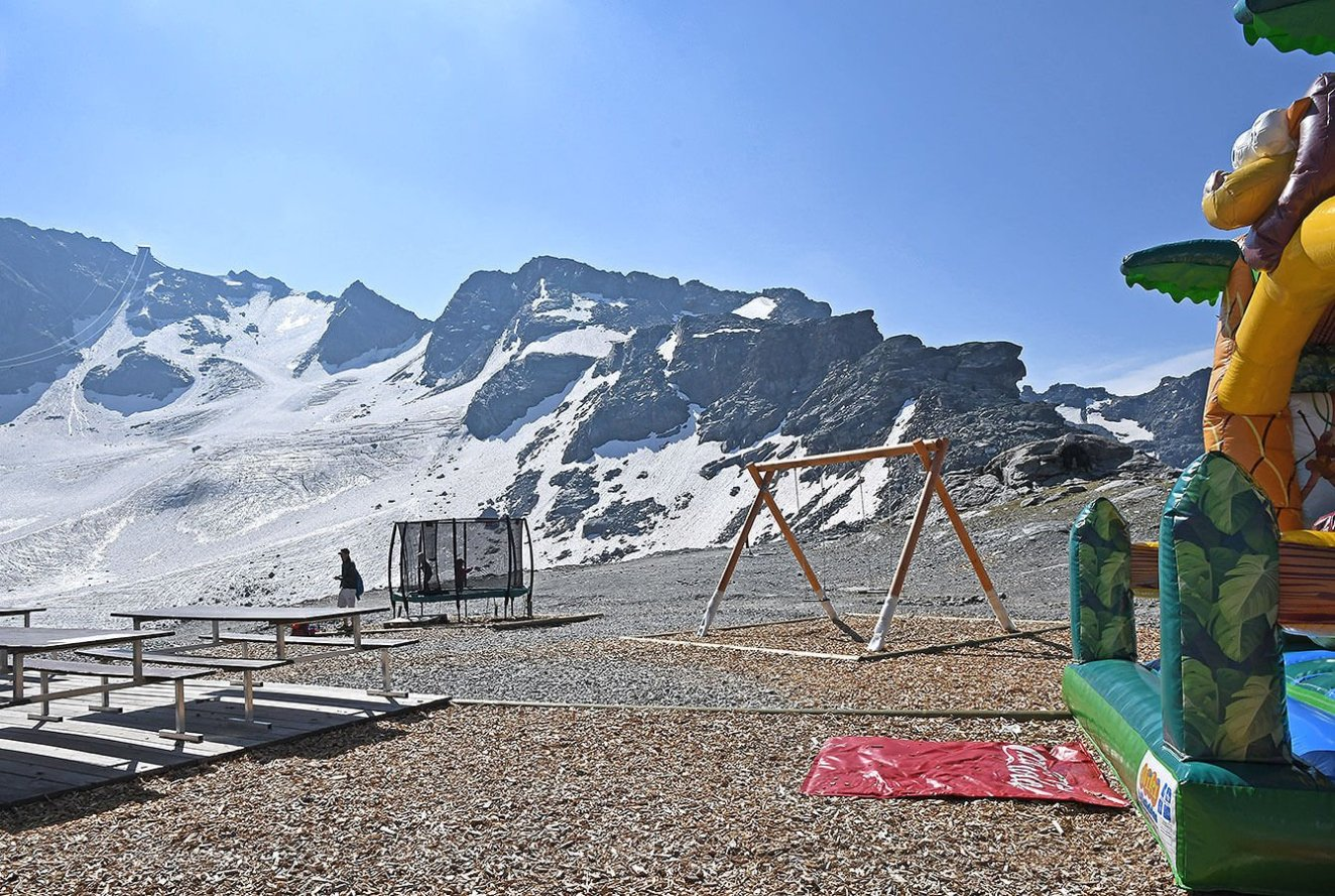 Play are at Gentianes 2950m