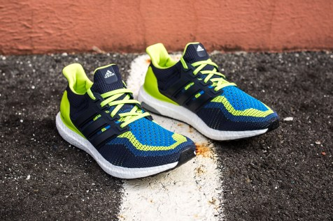14 adidas Ultra Boost blue-green web crop angle