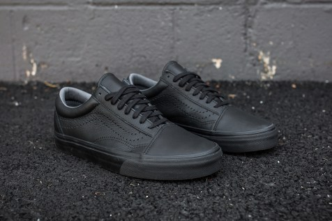 Vans Old Skool Reissue Black angle