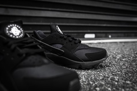 Nike Air Huarache Black-Black-9