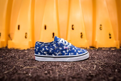 Peanuts x Vans Authentic Snoopy Skating Kids VN0A38E7OQW-2