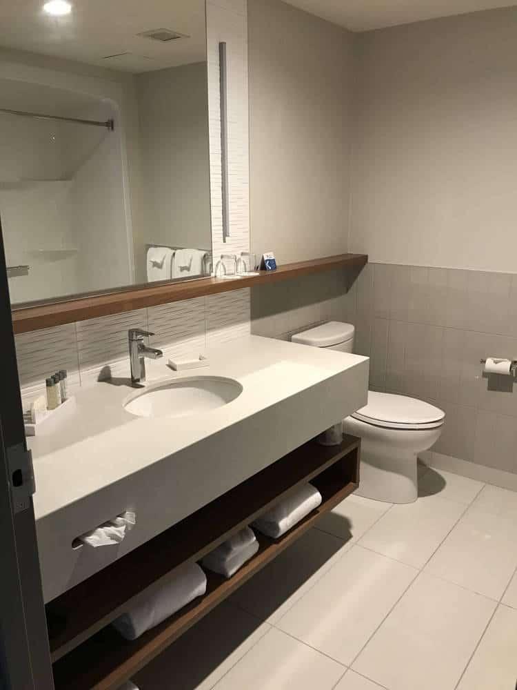 Village Vacances Valcartier Bathroom King Suite