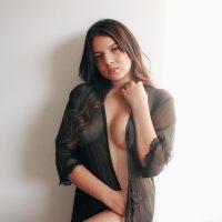 Carolina y su delicioso pack de nudes calientes y explicitas.