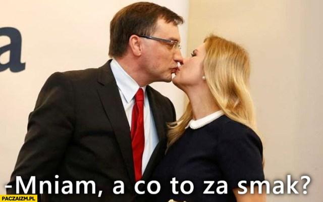 Zbigniew Ziobro mniam a co to za smak całuje - Paczaizm.pl