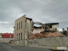 Trwa wyburzanie pofrabrycznych budynków Fmadu