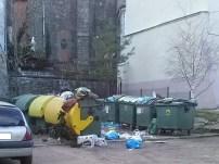 Czerwiec | Afera śmieciowa | – Wykryliśmy potężne nieprawidłowości w ZUKiM-ie – mówi burmistrz i zawiadamia prokuraturę. Odchodzący rok przyniósł też zmiany w gospodarce śmieciowej, m.in. podwyżki cen odpadów niesegregowanych oraz konieczność zbierania śmieci segregowanych do kilku rodzajów pojemników. | http://paczkow24.pl/burmistrz-zawiadamia-prokurature-bedzie-afera-smieciowa/ | http://paczkow24.pl/zmiany-w-smieciach/