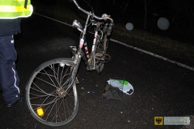 Audi śmiertelnie potrąciło rowerzystę. Foto: Policja