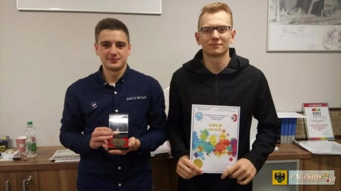 Wojciech Lipiński (po lewej) i Bartosz Polok - autorzy nagrodzonego projektu TUBE