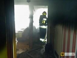 Pożar w bloku przy ul. Pocztowej. W akcji gaśniczej brali udział strażacy z Paczkowa, Kamienicy i Nysy