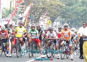 Start etape VI TdS 2015 di Padangpanjang. (isril)
