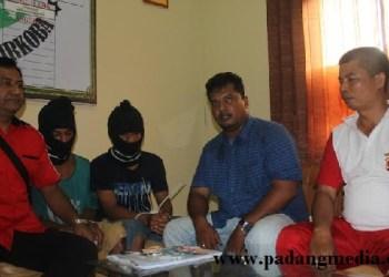 Dua pengedar narkoba yang diciduk Satnarkoba Polres Agam. (fajar)