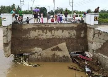 Jembatan baru Pasia Jambak yang putus akibat banjir. (ist)