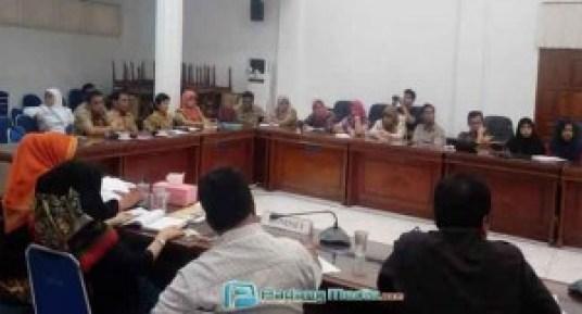 Rapat Kerja Komisi I DPRD Sawahlunto dan RSUD setempat, Selasa (15/3). (tumpak)