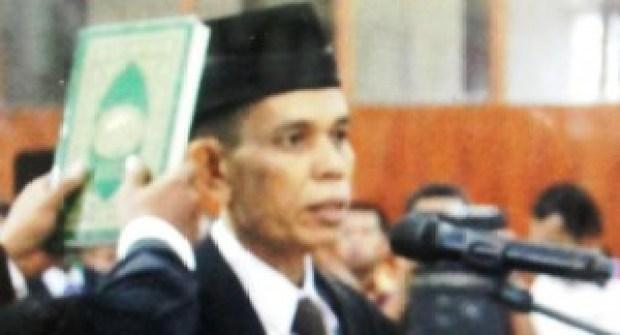 Muslim (alm) saat dilantik jadi Anggota DPRD Kabupaten Agam. (fajar)