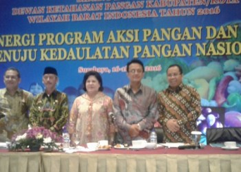 Bupati Agam Indra Catri menjadi Pembicara Utama di Sidang Regional ketahanan Pangan, Surabaya. (ist)