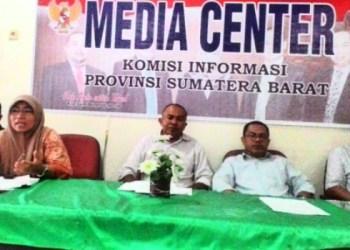 Jumpa pers KI Sumatera Barat terkait Pemeringkatan KIP Badan Publik tahun 2016. (febry)