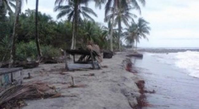 Abrasi pantai di JorongUjung Labung, Nagari Tiku V Jorong, Kec. Tanjung Mutiara, Kab. Agam. (fajar)