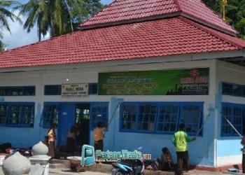 Pramuka Kwarcab Sawahlunto bakti sosial di rumah ibadah. (tumpak)