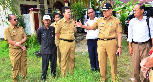 Wawako Padang Emzalmi meninjau lokasi terminal tipe A Anak Aia, Koto Tangah, Senin (29/8). (derius)