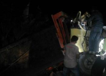 Kecelakaan tunggal sebuah truk diesel di jalan raya Lubuk Basung - Pasaman diduga akibat sopir mengantuk. (ist)