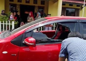 Mobil milik istri Direktur RSUD Lubuk Basung yang dirampok usai mengambil uang dari bank. (fajar)