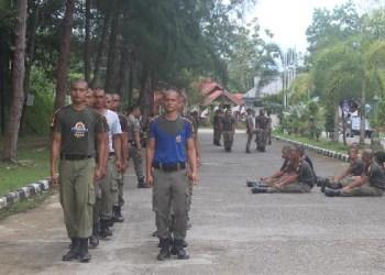 Latihan fisik dasar anggota baru Satpol PP Kab.Kepulauan Mentawai. (ers)
