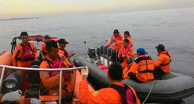Pencarian korban kapal tenggelam di Batam, Rabu (2/11). (Sutopo PN/BNPB)