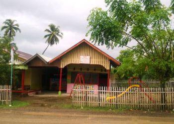 PAUD Adinda di Padang Tae, Sutera, Pesisir Selatan yang berhadapan langsung dengan jalan raya. (fahmi)