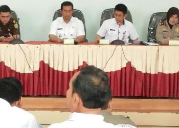 Tim Saber Pungli melakukan sosialisasi di Kec.Nanggalo. (der)