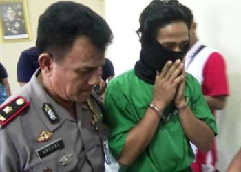 AdarSitumorang, pelaku pembunuhan berencana di Pasir Parupuk tahun lalu berhasil dibekuk aparat Polsek Koto Tangah di tempat pelariannga di Dairi, Sumatera Utara, Sabtu (22/7).