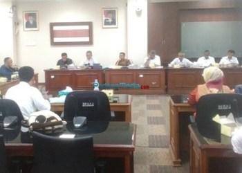 Komisi V DPRD Sumbar menerima kedatangan guru-guru mata pelajaraan BAM, Rabu (15/11). (feb)