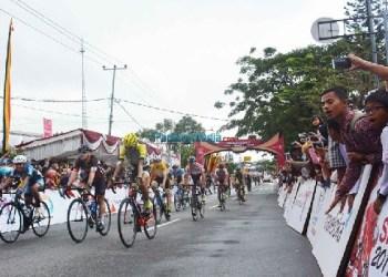 TdS 2017 etape VII di Kota Padangpanjang, Jumat (24/11). (foto: humas)