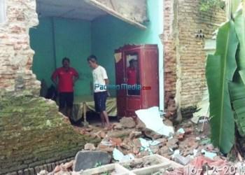 Kondisi rumah warga yang rusak akibat gempabumi di Tasikmalaya, Jawa Barat. (Sutopo PN)