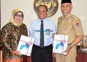 Walikota Padang Mahyeldi dan Ketua DPRD Kota Padang Elly Trisyanti usai menerima laporan hasil kinerja adminduk dari Kepala BPK Perwakilan Sumbar. (der)