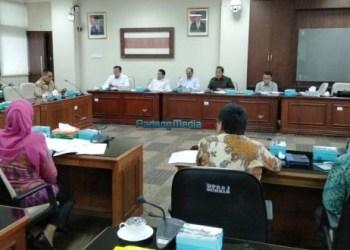 Rapat Komisi III DPRD Sumbar terkait Ranperda perubahan Perda Nomor 1 tahun 2012 tentang Pajak BBKB, Kamis (11/1). (febry)