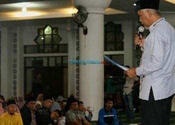 Walikota Padang Mahyeldi Ansharullah memimpin muhasabah memasuki tahun baru 2018. (der)