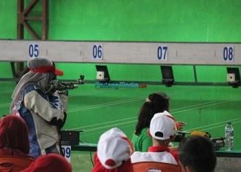 Atlet menembak Perbakin Agam. (foto: amc)