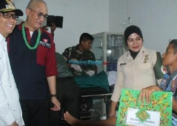Bupati Mentawai bersama Ketua Panitia Artha Graha Peduli. (ers)