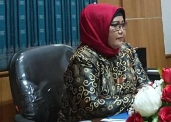 Ketua DPRD Kota Padang, Elly Thrisyanti. (baim)