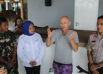 Manager Operasional Aloyta Resort Febrizio mengakui kesalahannya di hadapan Pemkab dan Forkopimda Mentawai. (ers)