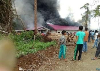 Basecamp milik PT. IJM yang dibakar massa. (riki)