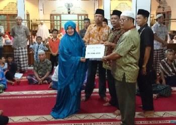 Safari ramadhan anggota DPRD Kota Padang, Gustin Pramona. (baim)