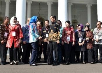 Pertemuan walikota se Indonesia dengan Presiden Jokowi di Istana Kepresidenan Jakarta. (foto: humas Setkab)