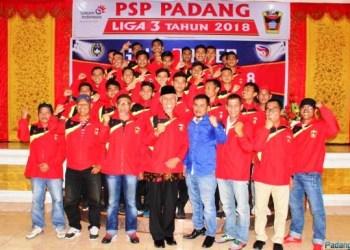 Walikota Mahyeldi bersama skuad PSP Padang. (*)