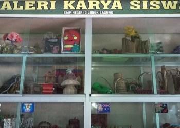 Karya-karya siswa SMPN 3 Lubuk Basung, Agam. (fajar)