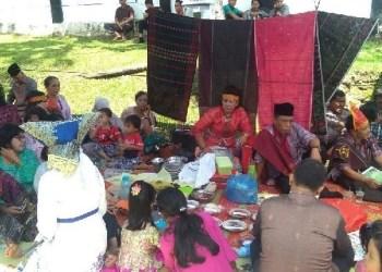 Paguyuban Batak 'Dos Ni Roha' di Sawahlunto ikut memeriahkan makan bajamba dalam rangka HJK Sawahlunto ke 130. (tumpak)
