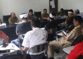 Forkompi audensi di aula BKD Mentawai. (ers)