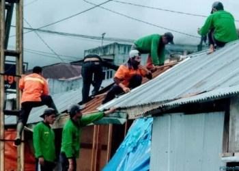 Pembongkaran kios penampungan Pasar Padangpanjang. (de)