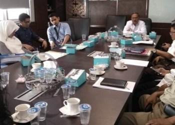 Mediasi Kripik Balado Shirley dan Eks Karyawan di Komisi II DPRD Sumbar, Rabu (20/2). (Febry)